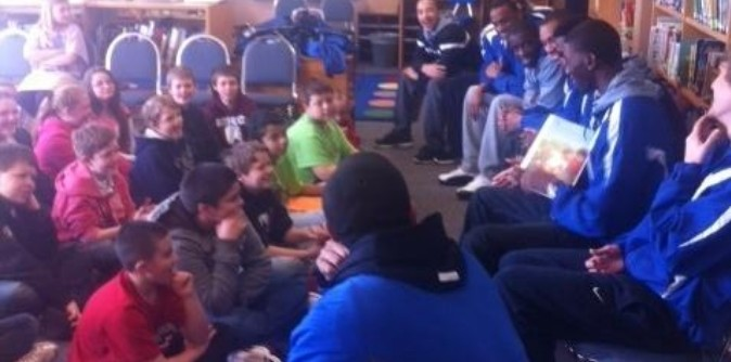 Men's Basketball team reads to fifth graders