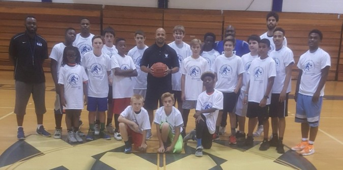 Men's Basketball hosts Team & Skills Camp