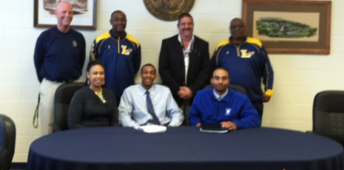 Men's Basketball signs another player